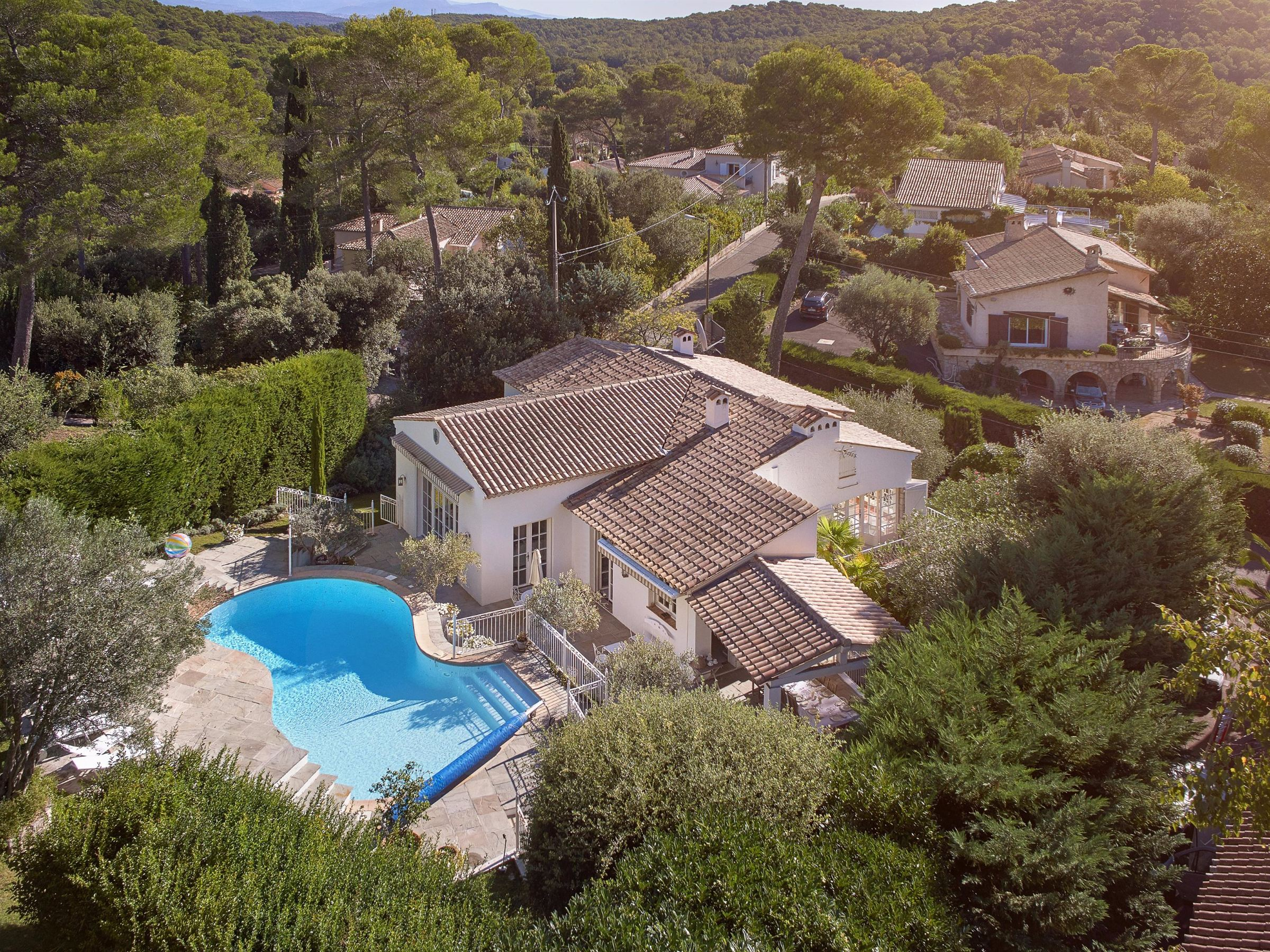 Single Family Home for Sale at beautiful provençal villa in a private domain Mougins, Provence-Alpes-Cote D'Azur, 06250 France