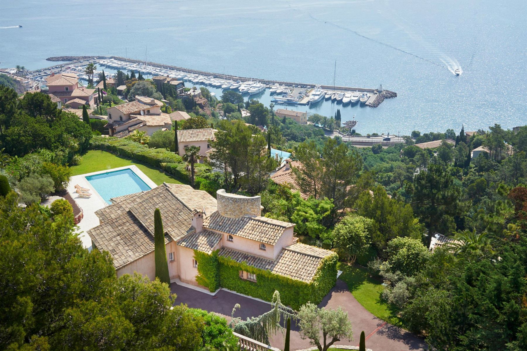 独户住宅 为 销售 在 Wonderful provençal house with panoramic sea views 泰晤勒海湾, 普罗旺斯阿尔卑斯蓝色海岸, 06590 法国
