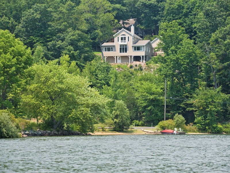 Casa Unifamiliar por un Venta en Lake Waramaug Retreat 48 Tinker Hill Washington, Connecticut 06777 Estados Unidos